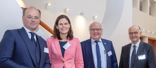 Der Vorstand der Hochschulallianz zusammen mit Dr.-Ing. E.h. Martin Herrenknecht, dem Vorstandsvorsitzenden der Herrenknecht AG.